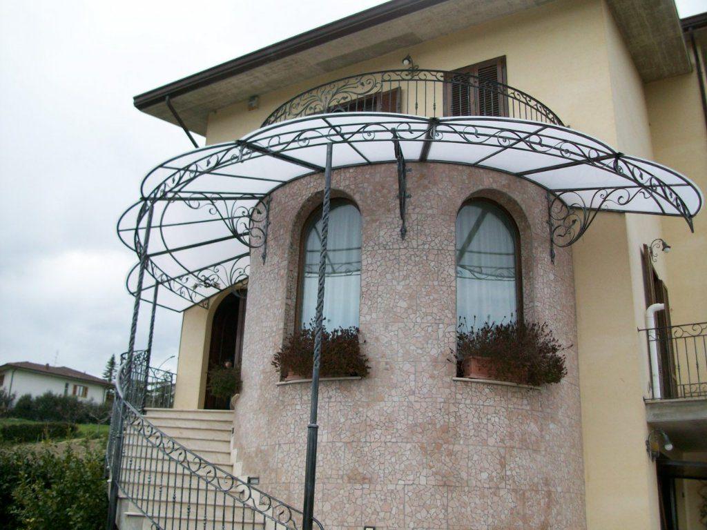 Ứng dụng mái kính nghệ thuật - hướng đi mới trong xây dựng