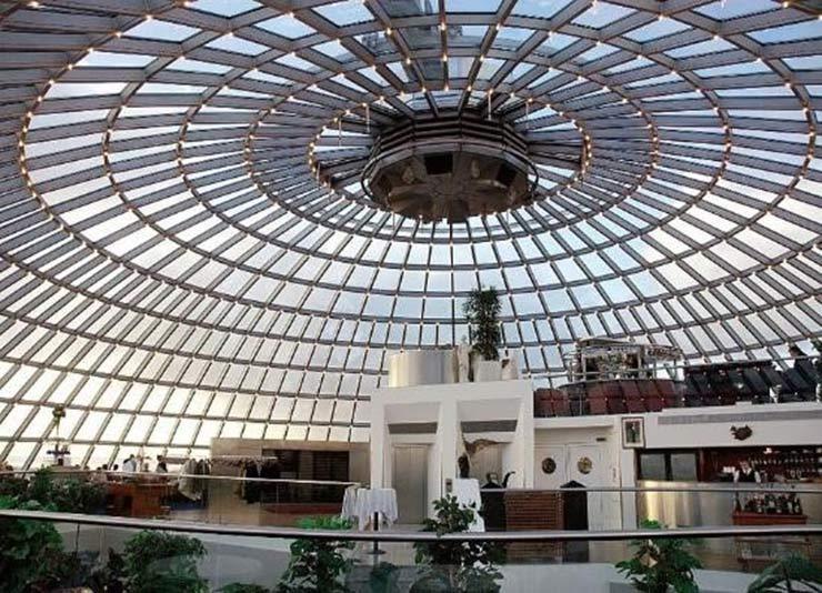 Cấu trúc mái vòm kính độc đáo của một công trình biệt thự