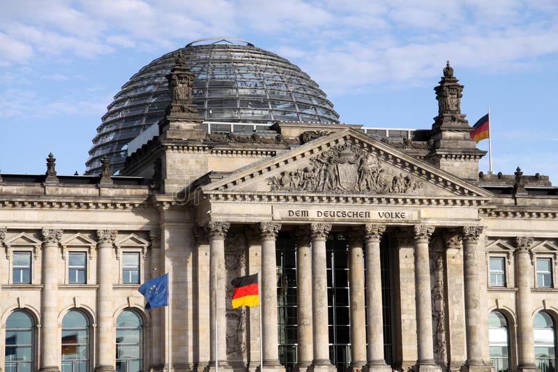 Cấu trúc mái vòm kính của tòa nhà Quốc hội Đức Reichstag